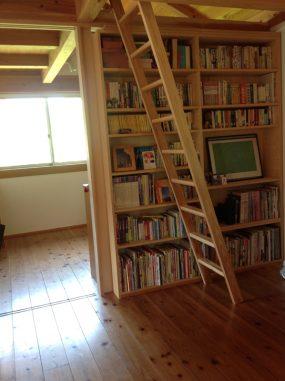木組みの家「所沢の家」本棚