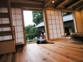 木組みの家「所沢の家」無垢床と子供