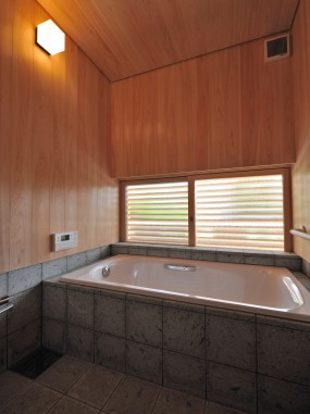 木組みの家「桧風呂」