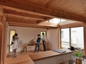 木組みの家「八王子の家」完成内覧会の様子